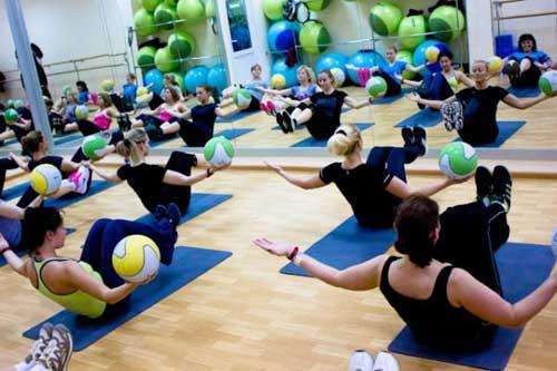 упражнения с медицинским мячом
