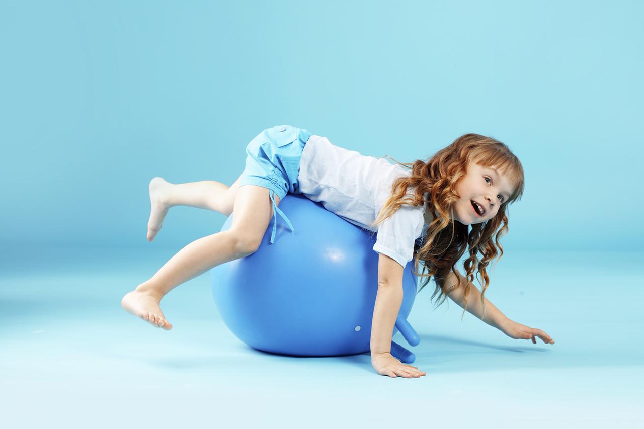 фитбол с рожками для детей